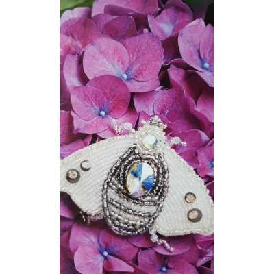 Broche insect wit